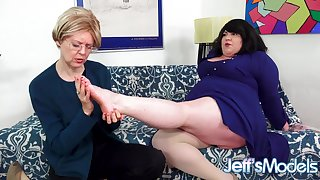 Fat Lesbian Bella Bendz Gets Strapon Anal by British Granny Jamie Foster