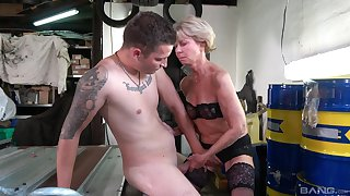 Deepthroat and hard sex for the old lady with a skinny ass