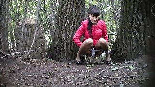 Two Girls Pee On The Tree, Spy Voyeur, One After The Other