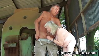 72 genre old granny gives a blowjob and gets fucked