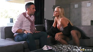 Busty blonde MILF Amber Lynn seduces Keiran Lee for a inexact