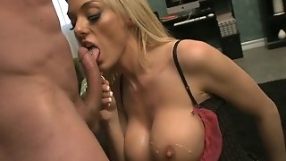 Ample-boobed blond cougar In bitchy pantyhose rails ample fuckpole freesex