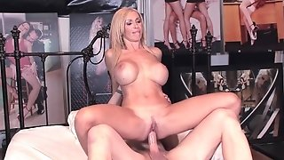 Huge-boobed cougar mommy getting will not hear of soles tongued before pulverizing porntube