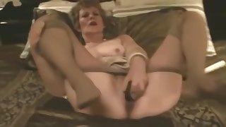 Old Slut fucks herself beside Pantyhose