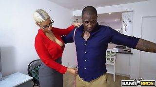 Nerdy MILF with morose boobies Bridgette B is happy there ride unafraid BBC