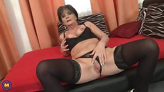 Short haired granny Rayna S. pounds her pussy with a dildo