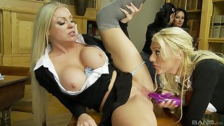 Michelle Thorne and her slutty girlfriends with one bushwa in group coitus