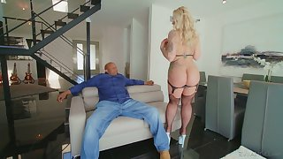 Massive black dong is everything curvy cougar Ryan Conner needs every day