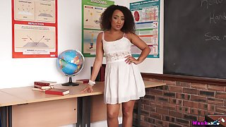 Curly ebony babe Kayla Louise finds it awesome to expose pair after a long time vandalization