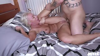 MILF feels entire cock smashing her vag in merciless XXX