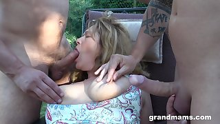 Having being fingered outdoors mature chubby housewife works on dicks