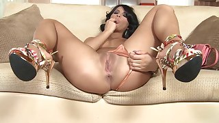 Latina with insane forms, first time posing so slutty on cam